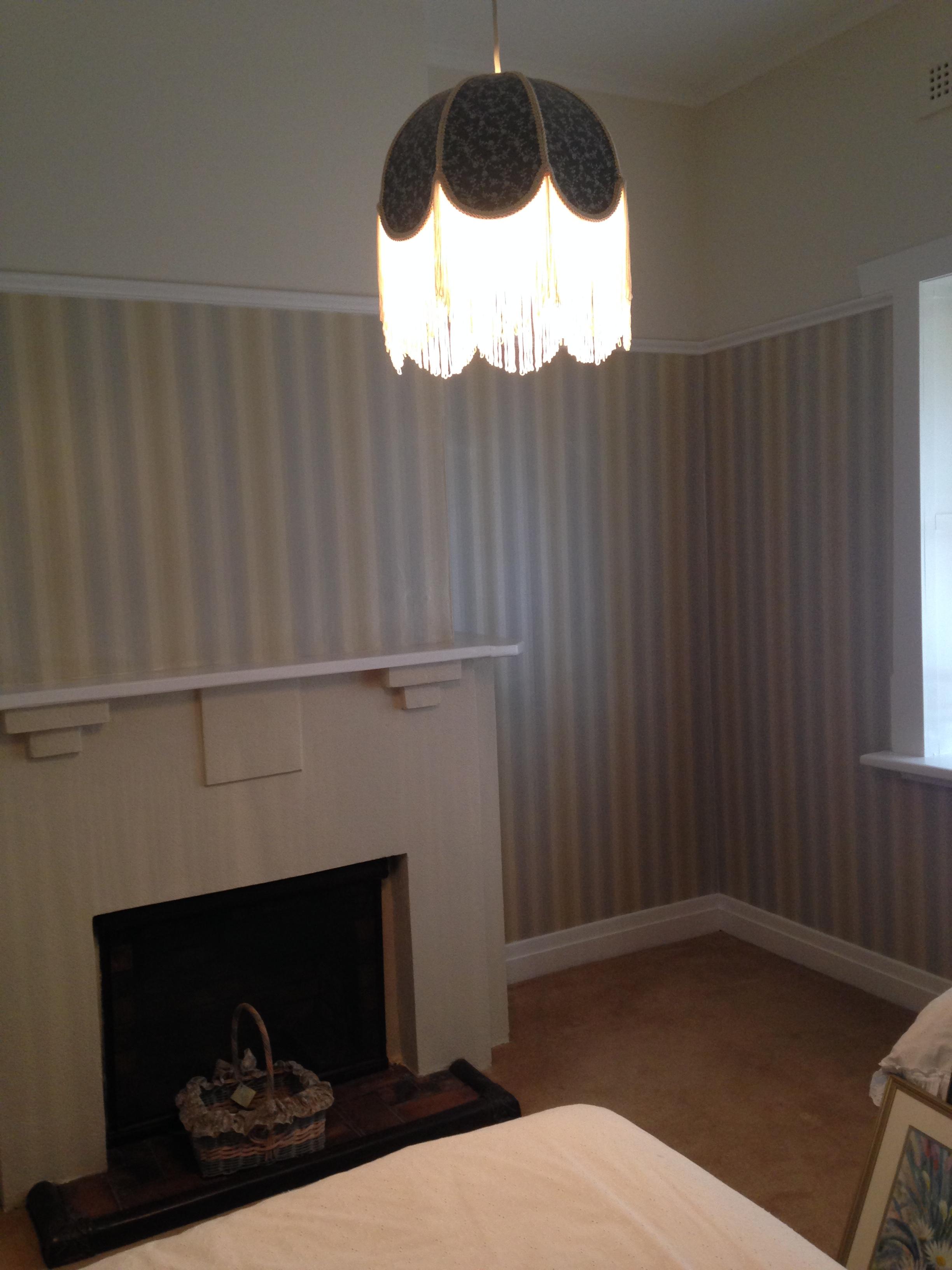 Wallpaper & picture rail