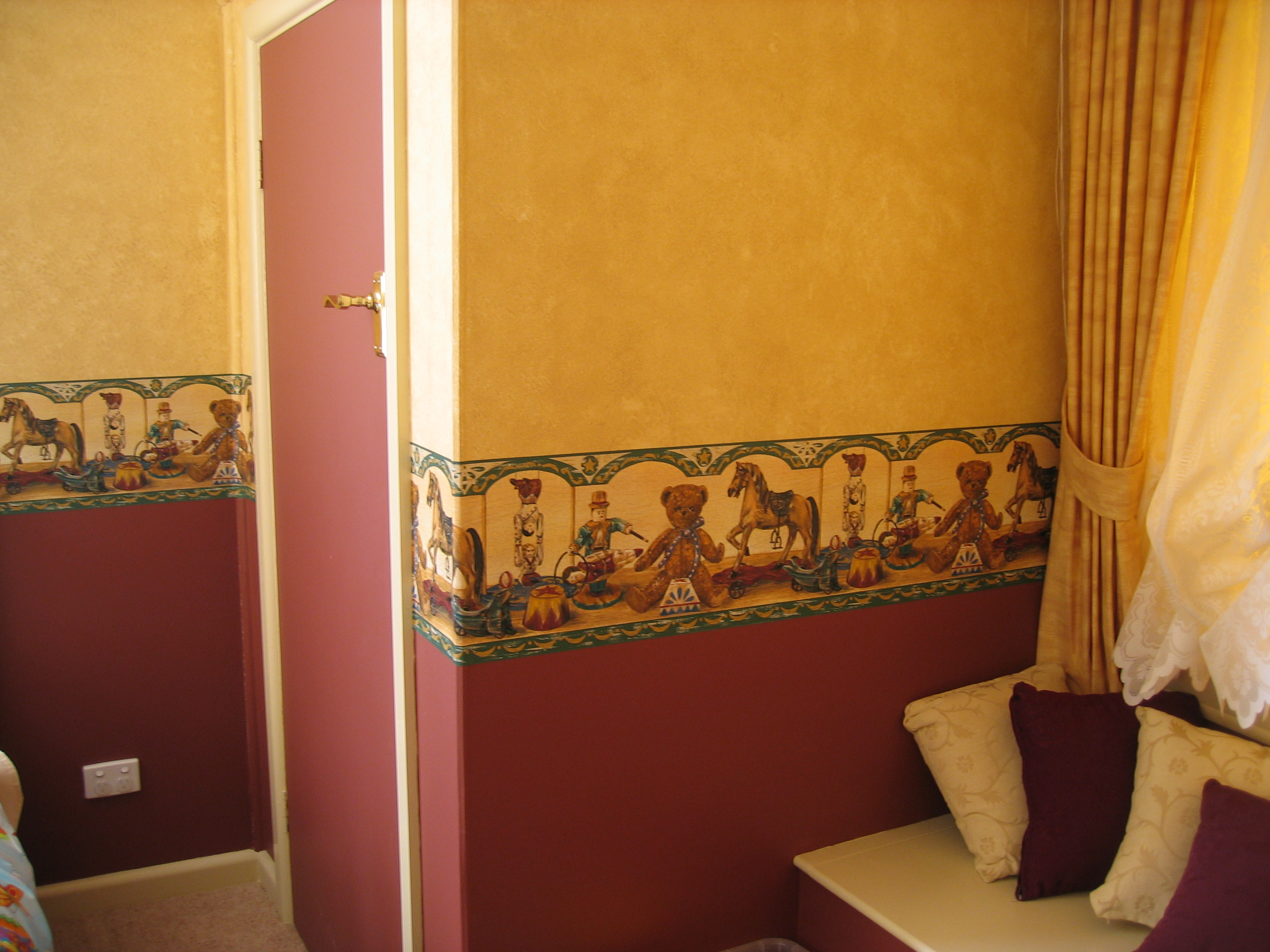 Wallpaper frieze & sponge painting